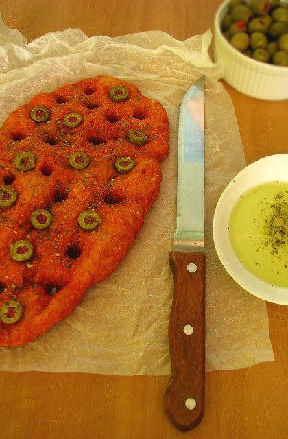 Pomidorowa Focaccia z Oliwkami