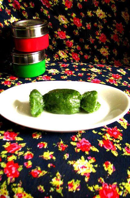 Zielone Pierogi w Kształcie Cukierków i Ravioli