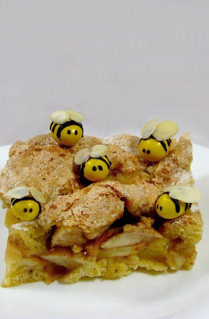 Cynamonowo – Miodowa Szarlotka i Pszczółki
