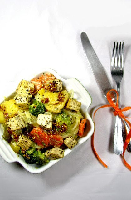 Spaghetti z Tofu i Warzywami w Sosie Pieprzowym