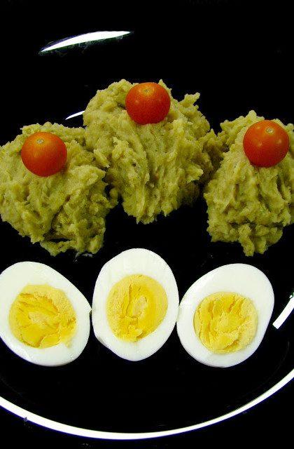 Jajka w Sosie Chrzanowym i Purée z Groszku