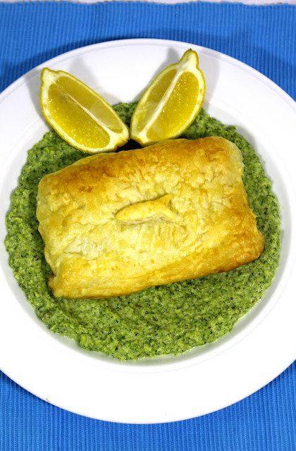 Ryba ze Szpinakiem w Cieście Francuskim na Brokułowym Purée