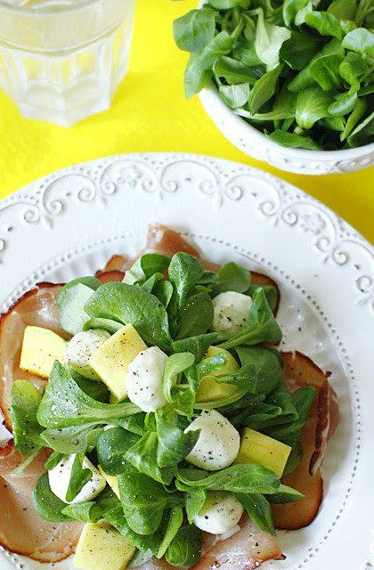 Sałatka z Szynką Parmeńską, Mango i Mozzarellą