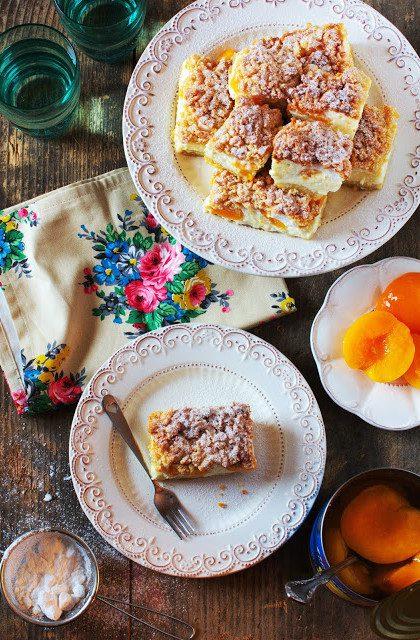 Sernik z Brzoskwiniami i Bezą – Dania Wielkanocne