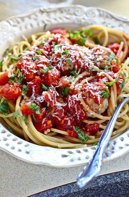 Makaron Spaghetti z Klopsikami w Sosie Pomidorowym