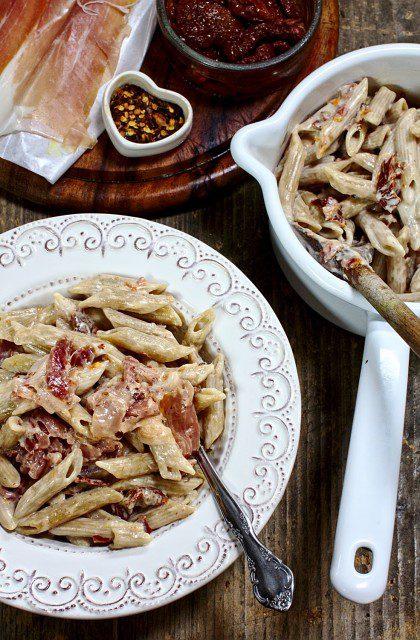 Makaron z Mascarpone, Suszonymi Pomidorami i Szynką Parmeńską