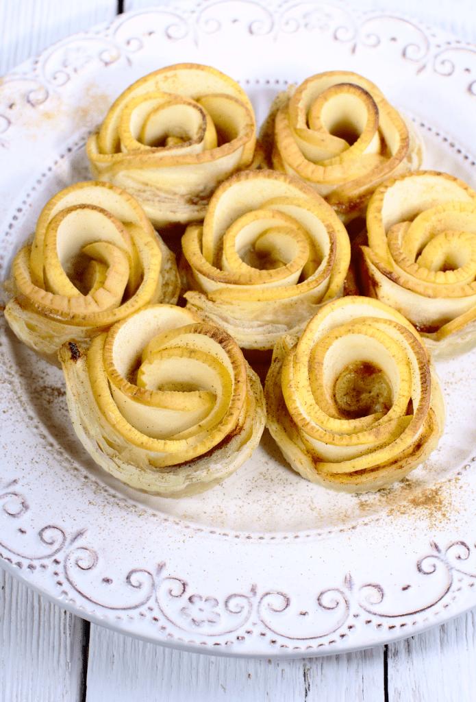 Róże z Ciasta Francuskiego z Jabłkami