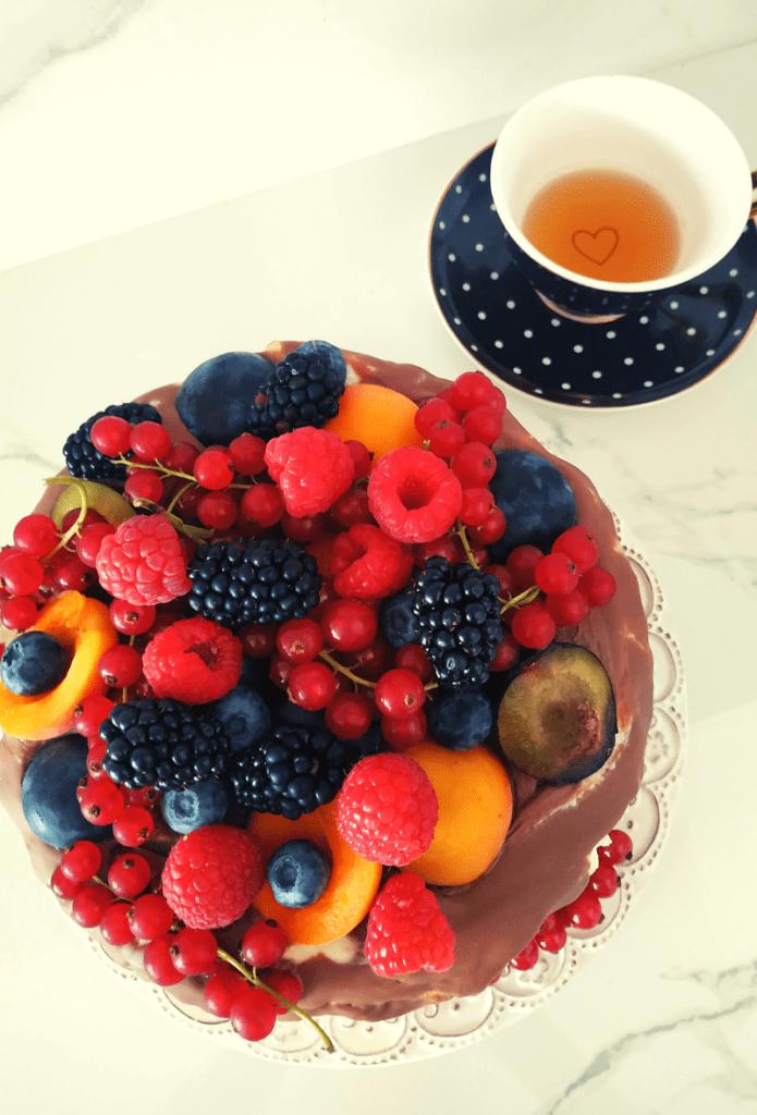 Tort z Białą Czekoladą i Owocami
