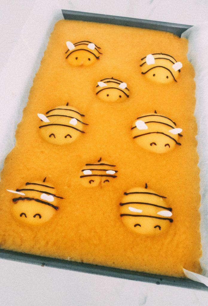 Ciasto z Brzoskwiniami i Pszczółkami