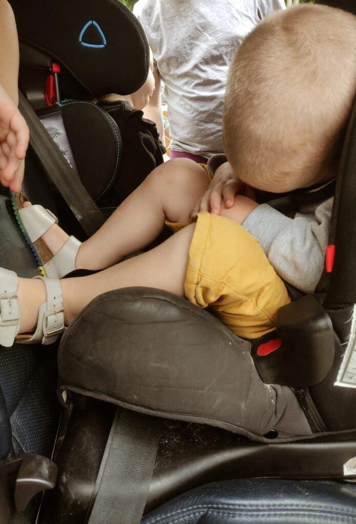 Jak Przetrwać Podróż z Dziećmi w Samochodzie – 12 Sposobów